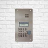 Panel zewnętrzny SOLVO skierowany do systemu DUO Cyfrowy system DUO oparty jest tylko i wyłącznie na 2-żyłowej instalacji bez konieczności zachowania polaryzacji. Może być stosowany do budowy średniej lub małej instalacji, ale nic nie stoi na przeszkodzie w wykorzystaniu tego systemu w niewielkich budynkach zrzeszających tylko kilku abonentów.  SOLVO TD2000RA To wandaloodporny panel zewnętrzny audio skierowany do systemu DUO. Wykonany z najwyższej jakości stali kwasoodpornej z czytnikiem zbliżeniowym. Programowanie urządzenia polega na kodowaniu po przez port USB lub z klawiatury panela zewnętrznego. Kaseta zewnętrzna zasilana jest bezpośrednio z linii DUO, wyposażona w alfanumeryczny wyświetlacz LCD. . . . . #smarthometechnology #smarthomesystem #smartcamera #interphone #farfisa #bussiness #famillybusiness #work #hardwork #westing #smart #security #instagood #interior_and_living #instamood #followas #summer #sunnyday